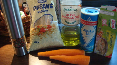 Mrkvová polévka s ovesnýma vločkama