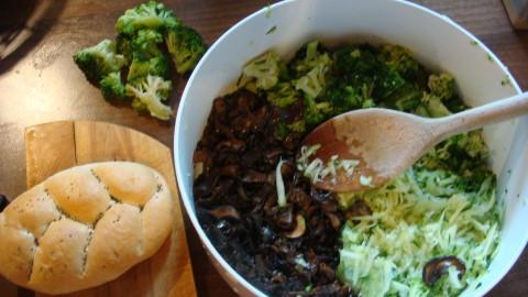 Slaný koláč -brokolicový s houbami