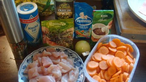 Dušená mrkev s kuřecím masíčkem