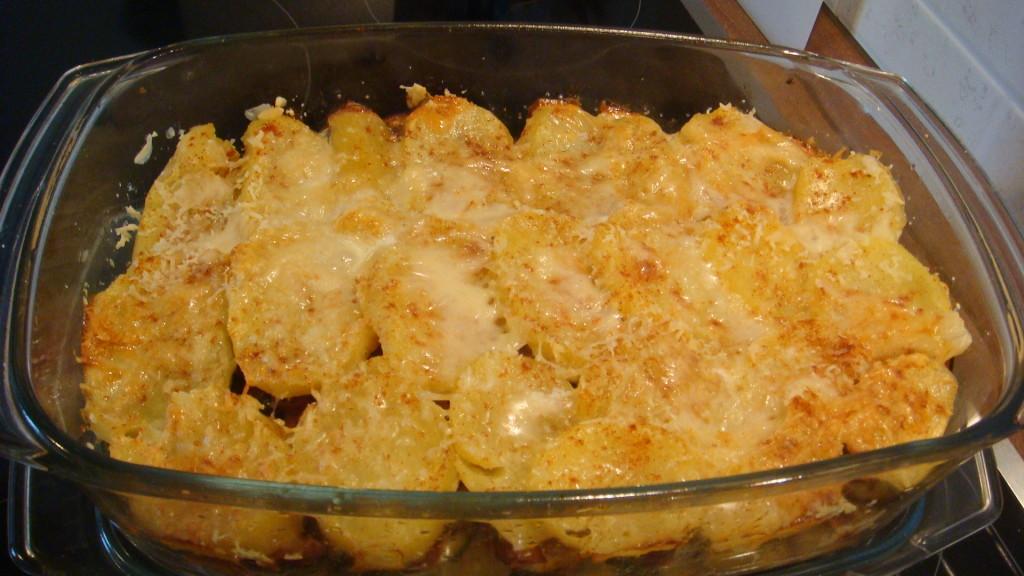 Zapečené brambory s cuketou a lilkem