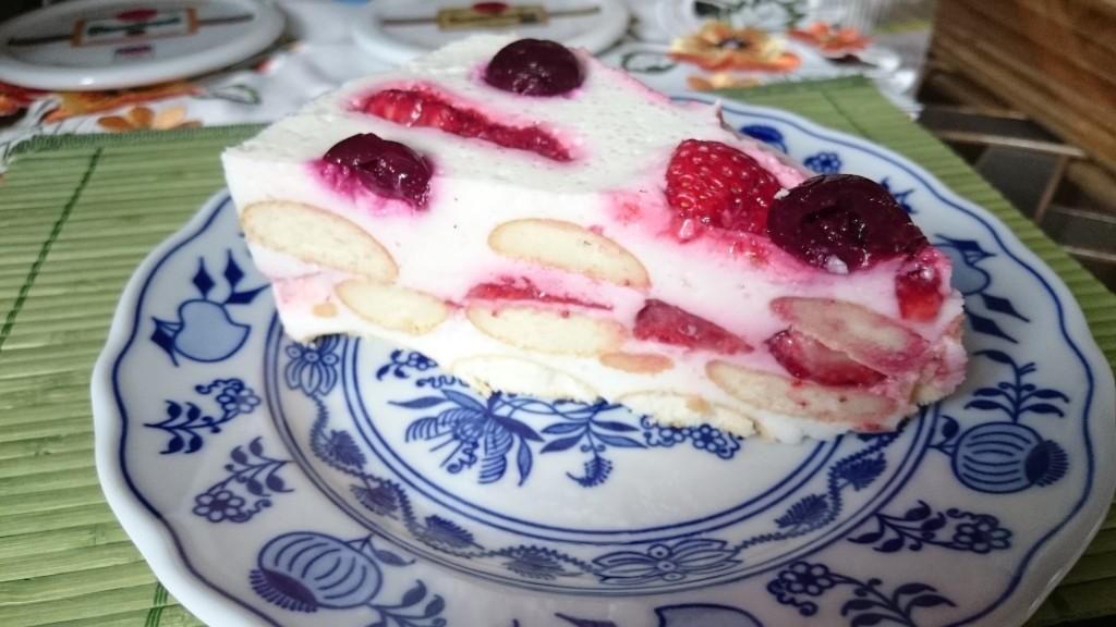 Nepečený jogurtový dortík s ovocem